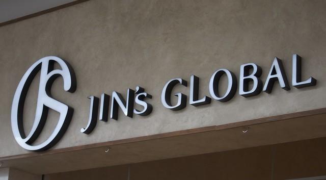 J!NS メガネ店