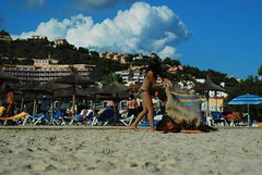 Sand war... (crazy.morgana) Tags: beach 50mm spain sand nikon holidays september f18 wakacje majorka 2011 plaża hiszpania piasek mallorka d80 crazymorgana
