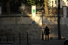 Square Suzanne Valadon - Paris (France) (Meteorry) Tags: street morning paris france art sunshine wall europe profile spaceinvader spaceinvaders montmartre september invader rue mur matin galaxian valadon artderue 2011 meteorry revisit rayondusoleil pa605 squaresuzannevaladon
