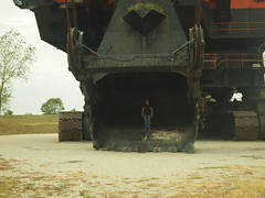 Big Brutus, West Mineral, Kansas (courtney johnston) Tags: bucket mining kansas brutus shovel roadsideattractions crawler bigbrutus coalmining electricshovel overburden westmineralks