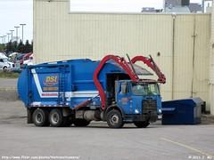 Dick's Sanitation Inc. Garbage Truck (TheTransitCamera) Tags: dumpster truck garbage dicks sanitation dsi eagan autocar mcneilus
