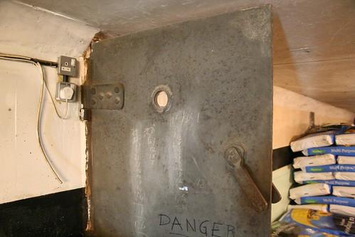 Internal very heavy blast door