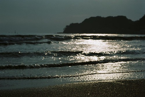 Yuigahama Beach by keganimushi