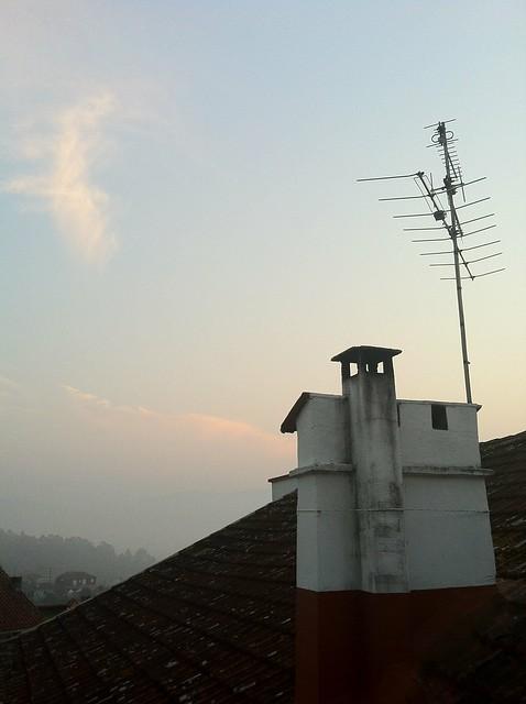 Chimenea y antena