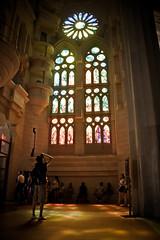 La luz de la Sagrada Familia (Ignasi Casademunt) Tags: barcelona light people luz photographer cathedral cities catedral gaudi fotografia sagradafamilia monuments vidriera fotografo