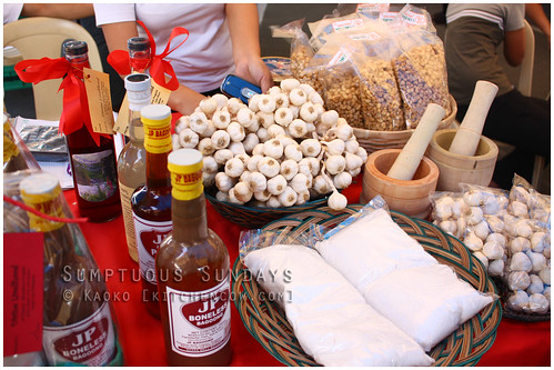 Legazpi Sunday Market: Garlic and Vinegar