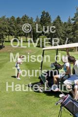 Golf au Chambon-sur-Lignon -  2078 (MDDT43) Tags: famille terrain france nature golf couple t amis loisirs extrieur arbre printemps fort auvergne verticale vgtation cielbleu haie hauteloire dtente activit 2078 golfeur voiturette chambonsurlignon jeuneloire hautlignon