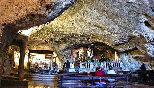 Vista panoramica de la capilla de la gruta