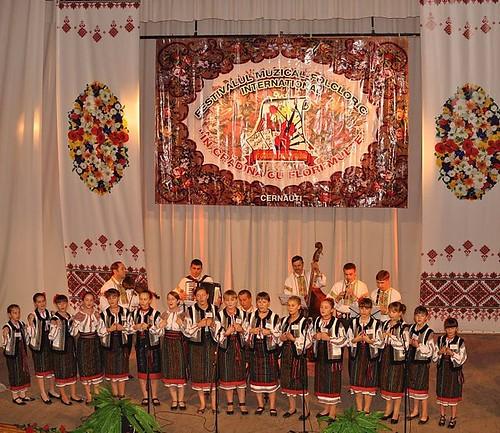 """Festivalul-concurs internaţional de folclor """"În grădina cu flori multe"""""""