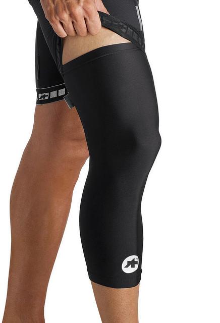 Assos kneeProtector_S7