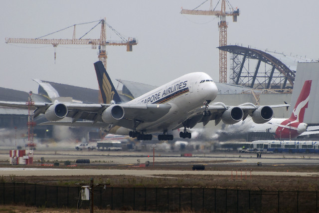 Singapore Airlines Airbus A380-841 (9V-SKB)