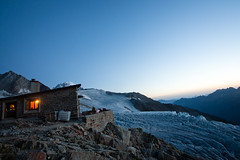 The warriors' rest (ole) Tags: sunset summer mountains alps ice dawn altitude albert glacier mountaineering shelter mountaineer refuge alpinisme frenchalps ucpa alpinism montagnard explored albertier breakaltitude expochat2012