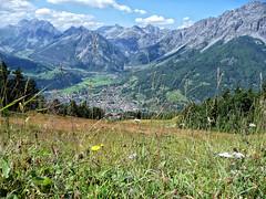 un saluto.... alle vacanze (picciLU) Tags: montagne nuvole cielo fiori prato lombardia valtellina bormio piccilu