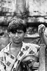 Boy with Water Pump II (1969cw) Tags: street boy people blackandwhite child strasse waterpump schwarzweiss kolkata indien westbengal ind wasserpumpe kalkutta
