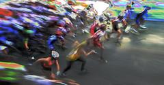 Partez ! (Alain ♥) Tags: girls motion race movement women slow marathon competition running move movimiento semi course badge bewegung roller montbéliard flashy filles icm femmes belfort mouvement racer départ frauen semimarathon vitesselente filé compétition lelion intentionalcameramovement