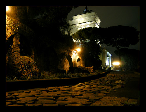 roma italia campidoglio viasacra romebynight romanotturna... (Photo: mclinus on Flickr)