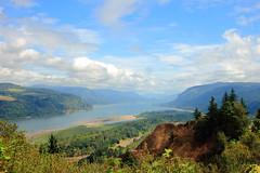 Columbia River Gorge (dmytrok) Tags: sky usa clouds oregon river portland himmel wolken columbia gorge landcsape landschaf