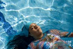 Moni_65 (Uge Ferradas) Tags: blue white blanco water pool azul agua aqua floating piscina fresh float suspendido