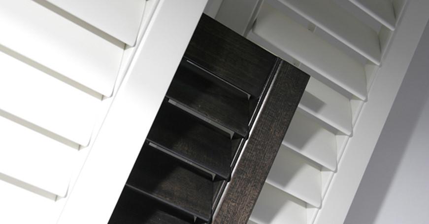 TranDucHomes shutter wooden door cua go la sach 3