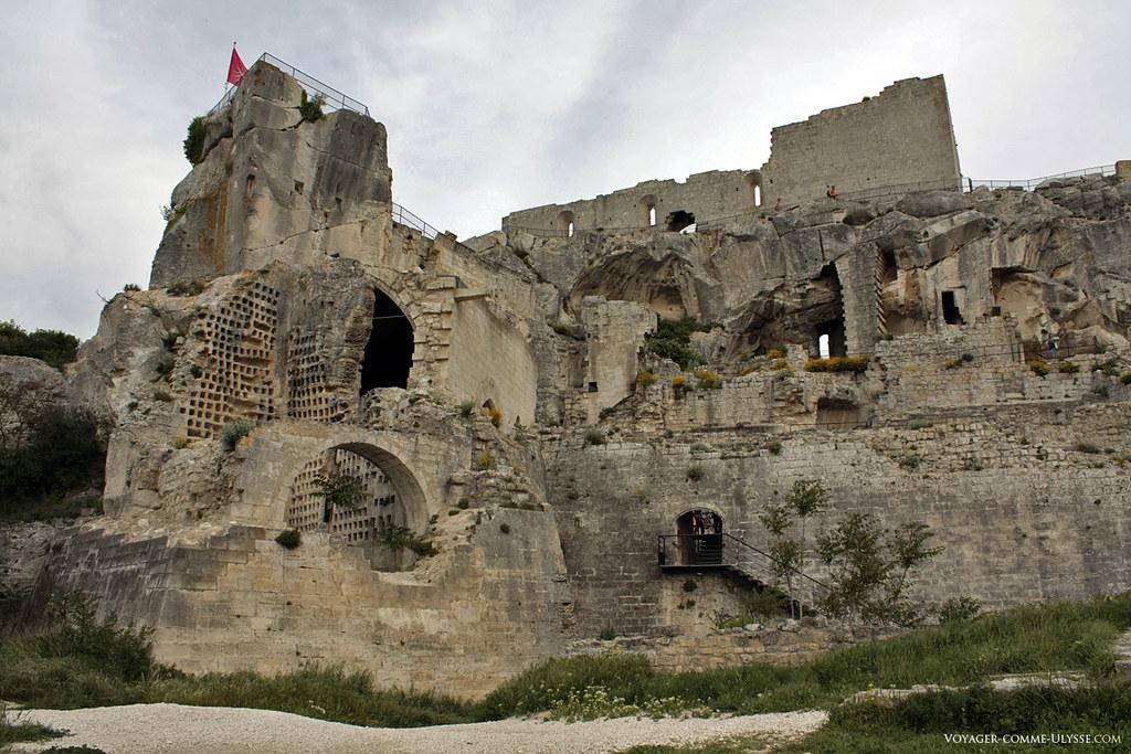 Ruines d'un ancien symbole majestueux du Moyen-âge