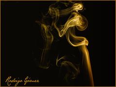 Solo humo... (rodrigomezs) Tags: gold smoke flash estudio explore humo dorado oro nissin