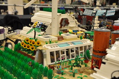 Numereji 2421: Earthship Cadre House (horizontal) (Yupa-sama) Tags: lego display convention 2011 2421 brickcon numereji