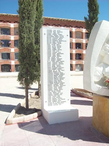 Monolito 1. Cementerio de Porcuna