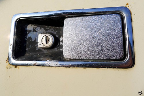 Portal to the Future of the Past (maf*pHew) Tags: marina handle lotus rusty chrome morris rangerover doorhandle allegro reliantscimitar lotusesprit tr7 landroverdiscovery lx5 austinallegro triumphtr7 mafphew mafphoto