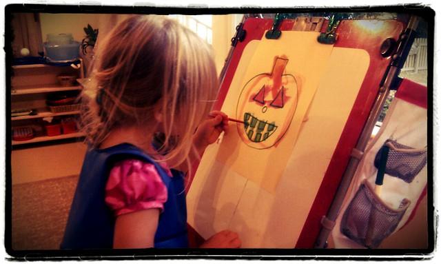 """Pola ładnie zupełnie maluje w sensie nie """"po wszystkim"""" tylko tam, gdzie trzeba. Na trzy-cztery zauważamy, którą ręką :)"""
