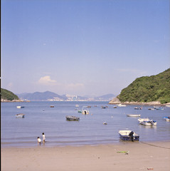 on the beach (Jen Son) Tags: 6x6 mediumformat hongkong kodak snap 120film negative portra  400vc