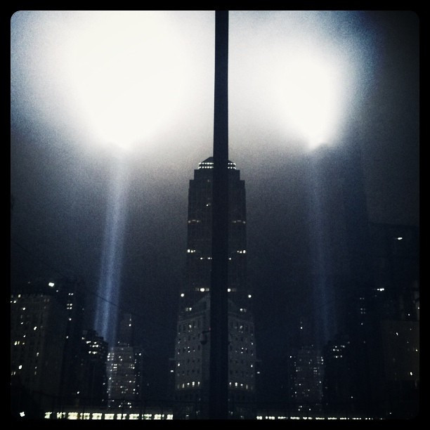 9/11 photo, Lights