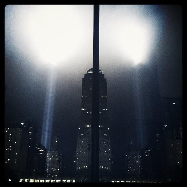 9/11 photo, Lights