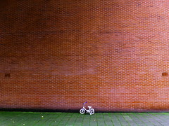 Minion (Elios.k) Tags: brick bicycle wall child small thenetherlands groningen