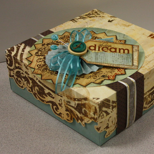 6169509665 36d56c3311 DIY: Paper crafted gift box!