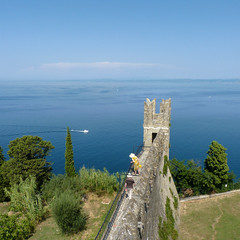 The fortification wall to protect the whole Piran peninsula. (Bn) Tags: old sea streets heritage architecture square geotagged coast town topf50 mediterranean gulf cathedral pirates gothic charm historic slovenia era tribes venetian walls piran slovenija viewpoint picturesque narrow cultural adriatic alleys istria slovene pirano sloveni tartini istrian preroman histri 50faves giuseppi illyrian georgius obzidje gulfofpiran piransko geo:lon=13572254 geo:lat=45528116