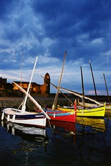 Catalanes de nuit... (Nath...*) Tags: france port french photography photo nikon flickr photographie picture bateaux collioure français eglise barques languedocroussillon clocher photographe typique catalanes flickrduel clocherdecollioure nathaliedupont wwwdupontnathaliecom ©nathaliedupont