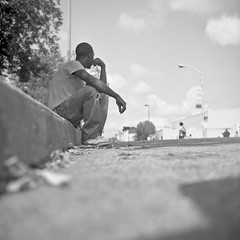 (patrickjoust) Tags: street city people urban bw usa white black west 120 6x6 tlr blancoynegro film home festival analog america square lens person us reflex md focus waiting sitting fuji mechanical pennsylvania united watching north patrick twin maryland super baltimore cadillac parade 150 sidewalk v homecoming epson fujifilm medium format neopan 100 states manual 500 rodinal avenue 80 joust curb developed develop acros estados 80mm f35 blancetnoir unidos ricohflex v500 schwarzundweiss autaut patrickjoust