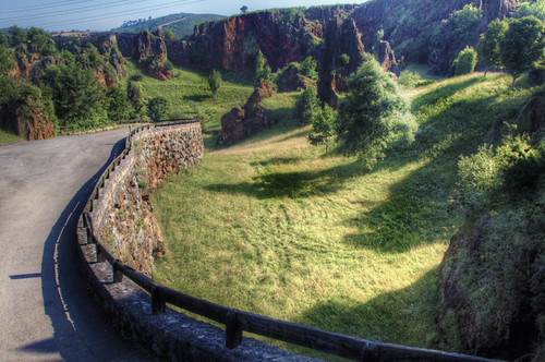 Road and landscape. Cabárceno. Cantabria. Carretera y paisaje