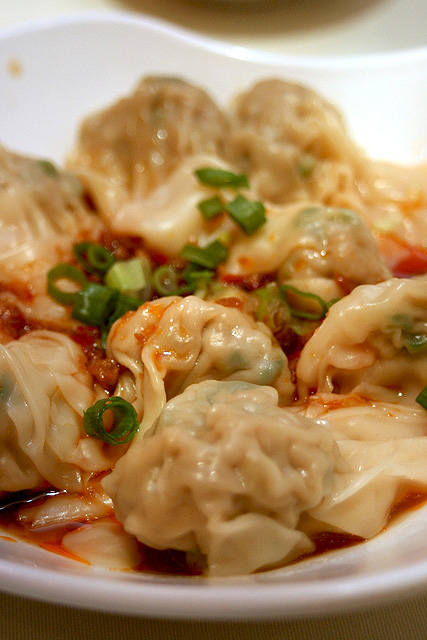 Steamed dumplings in spicy oil