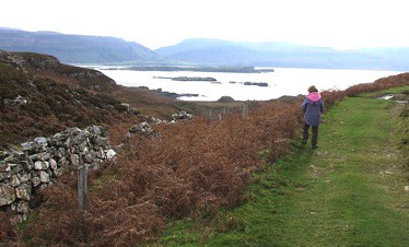 Inch Kenneth from the south of Ulva., Rob Farrow, Creative Commons