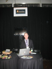 Jay Sanders at the FamZoo FinovateFall 2011 Booth