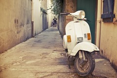 Old vespa's look so great! (free lens) (BananaRaw ) Tags: street city summer brown sun sunlight detail cute classic beach water colors portraits canon fun 50mm aperture flickr mood vespa angle bokeh pov streetphotography naturallight 50mm14 sharp depthoffield simplicity difference 5d canon5d mooi fullframe simple ff 50mmf14 andries straat wideopen softtones cavalaire cavalairesurmer nattylight bokehlicious sigma50mmf14 taillat freelens freelensing 5dclassic canon5dclassic sigmalux deleener fullframa freelensed bokehlisicous bananaraw