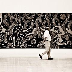 bewegung im wunderland (bleibt fr dich) Tags: museum square angle candid kunst prag tschechien praag augenblick blickwinkel betrachter betrachtung ansichtssache kwadratisch