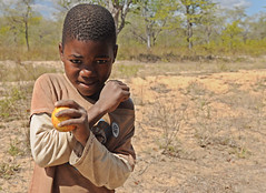 Fighting for an apple (Big Mico) Tags: africa apple girl for nikon child an fighting nero mozambique nationalgeographic mela afrique ragazzo iphone bambino mozambico d90 lottando