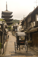 Yasaka Pagoda, Higashiyama, Kyoto (I Hart Travel) Tags: travel japan photography kyoto maiko geisha teaceremony gion ryoanjitemple ginkakuji tojitemple kiyomizutemple philosopherswalk goldenpavilion silverpavilion fushimiinarishrine goldenpavillon nanzenjitemple kinkauji tofukujitemple