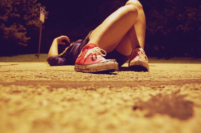 inspiration,photography,girl,shoes,converse,flat,on,my,back-dba49769ea663189658a033f8f58e8da_h [1600x1200]