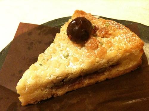チェリーのタルト、美味しかった〜。紀尾井町のサンキャトルヴァンのタルト。