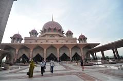Putrajaya Mosque (abdul / yunir) Tags: mosque tokina malaysia putrajayamosque putrajayamalaysia masjidputrajaya 1116mm
