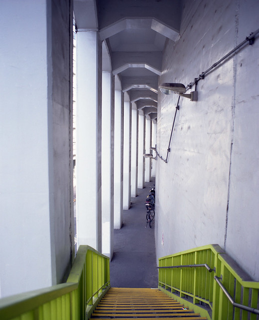 高架下の通路