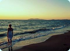 * (Borbuletachiara) Tags: travel sunset me donna seaside italia tramonto mare natura spuma cielo toscana acqua bellezza sera onde argentario silenzio viaggiare contemplazione borbuleta takenfrombehind